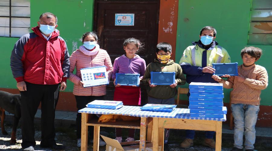 IEGECOM de Coimolache Alto recibe tabletas para estudiantes de 4°, 5° y 6° grado de primaria
